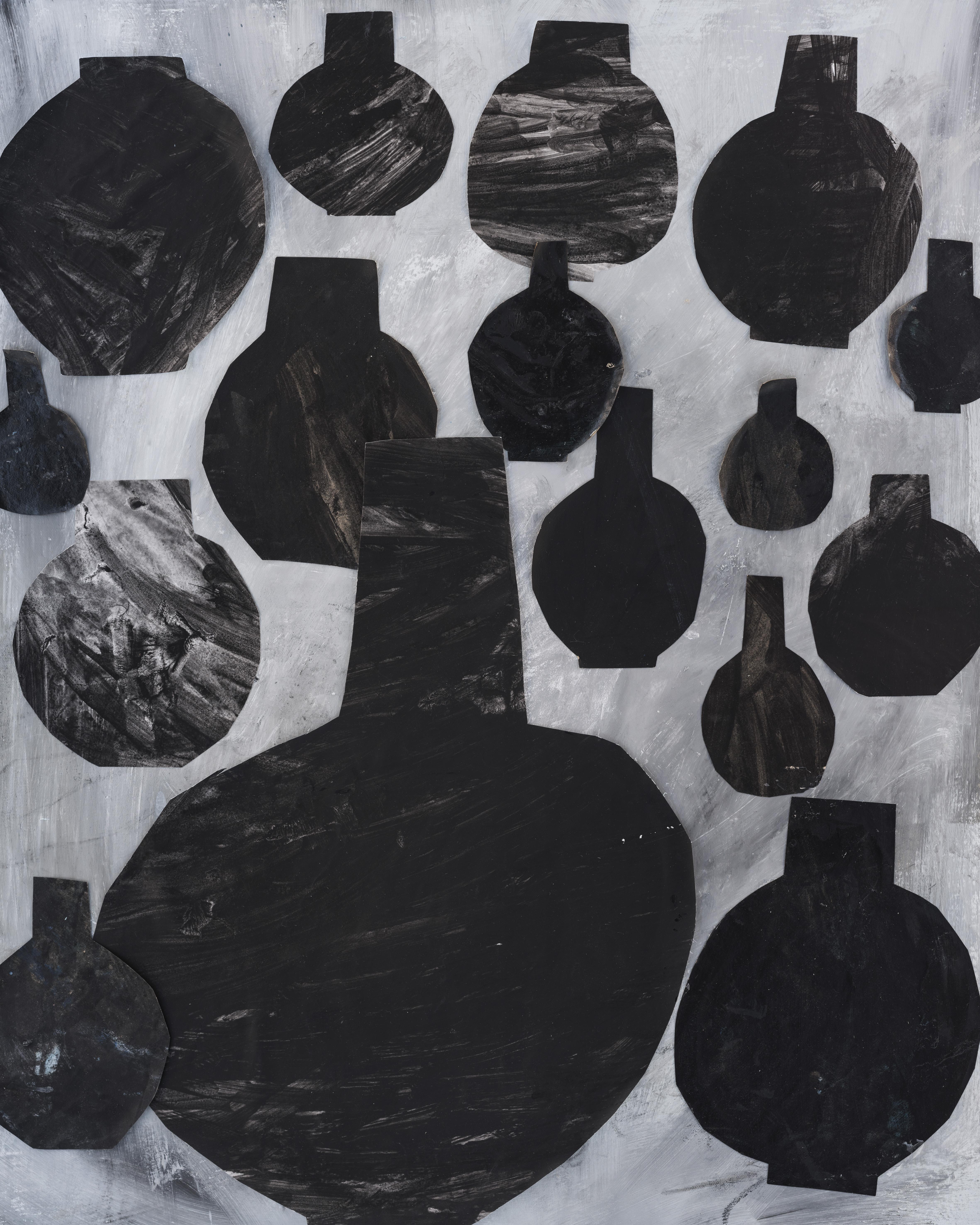 black-urn-40x50